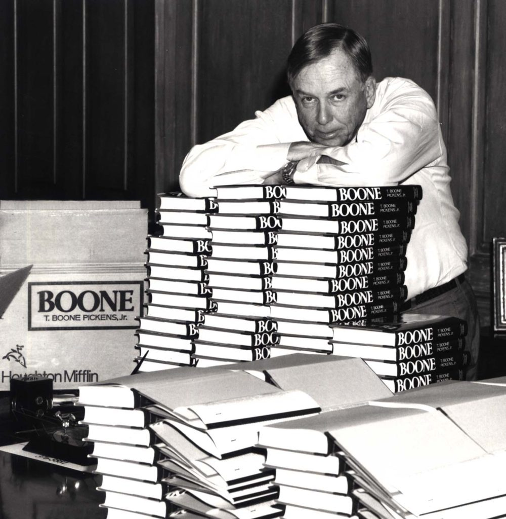 T. Boone Pickens takes a break during a 1987 book signing of his New York Times bestseller, Boone.
