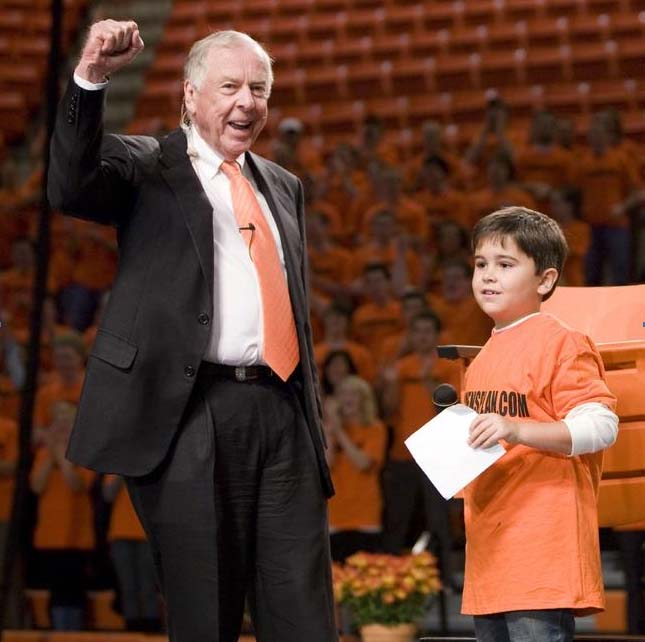 Eight-year-old Stillwater native Brodie Myers, one of 16 finalists in a kid reporter contest on NBC's Today Show, introduces T. Boone Pickens during a Pickens Plan Town Hall meeting on the Oklahoma State University campus October 29, 2009.